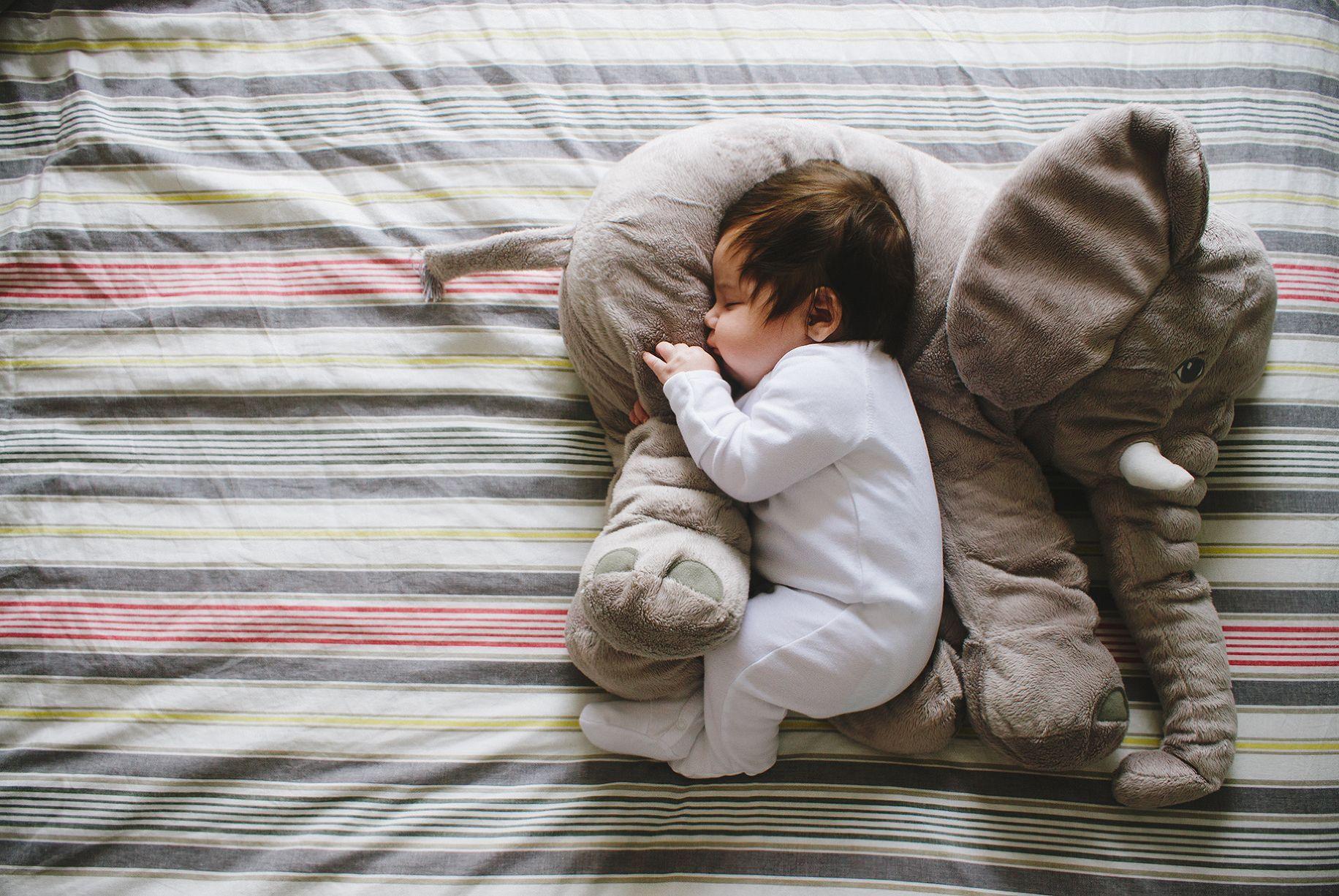 اجمل الصور اطفال فى العالم فيس بوك Baby Girl Snowsuit Baby In Snow Baby Pillows