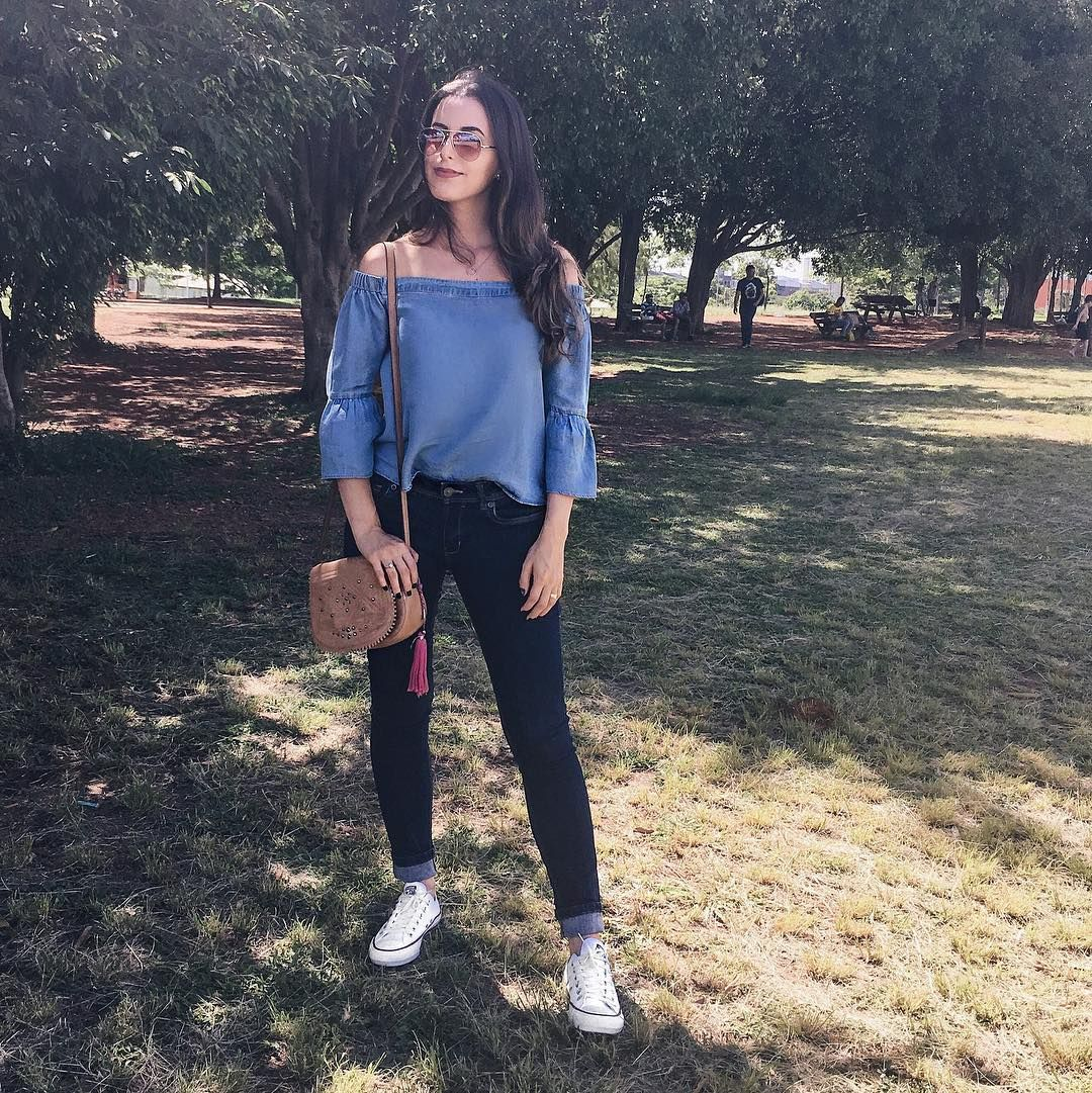 Bata jeans, calça jeans escura e Converse All Star branco + bolsa caramelo (look casual) | Bruna Dalcin