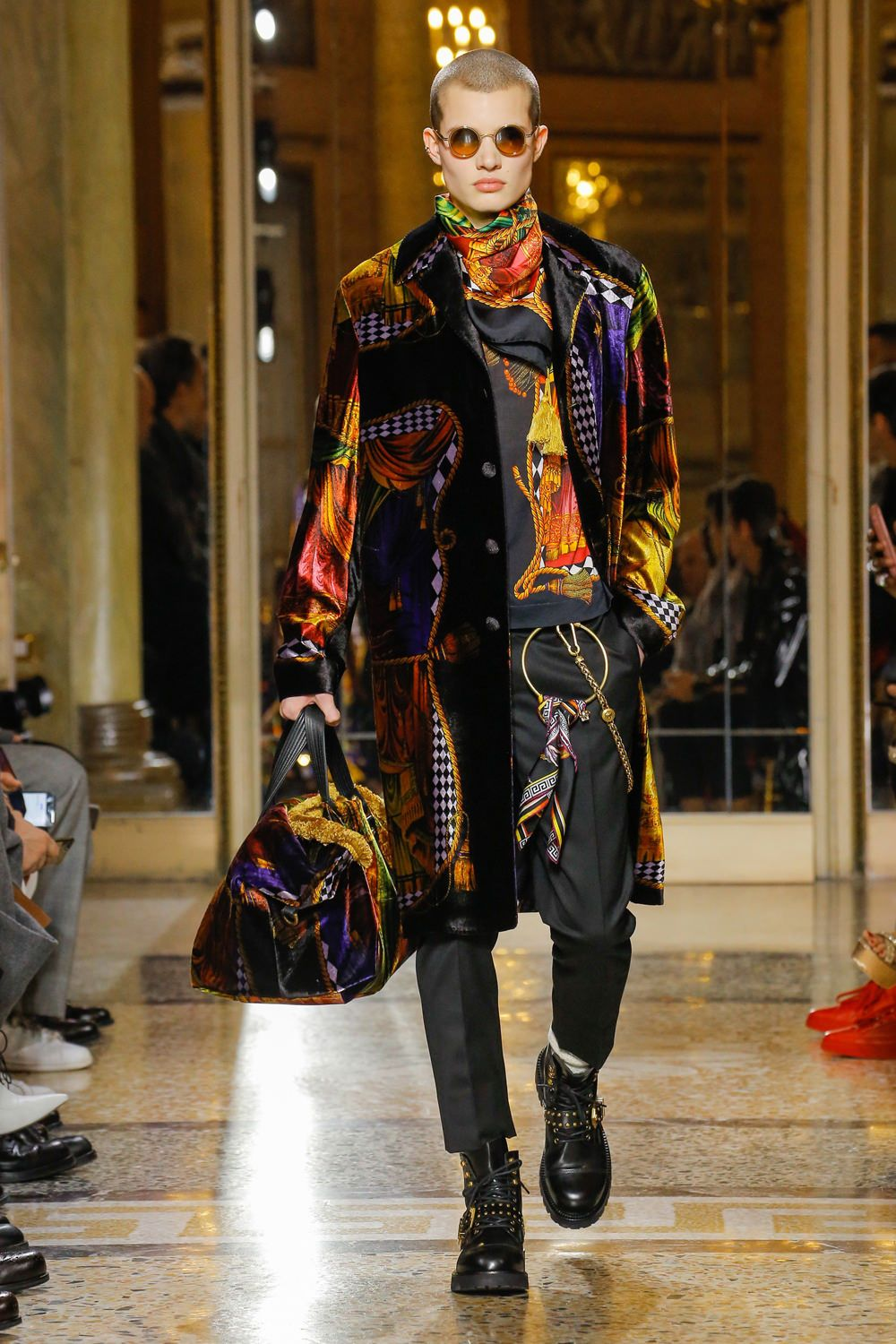 Versace Fall 2018 Menswear Collection | Tom + Lorenzo ...