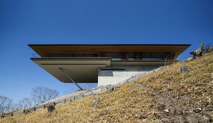 A Sleek Mountainside House By Kidosaki Architects Ignant Modern Architecture Architecture Modern House Design
