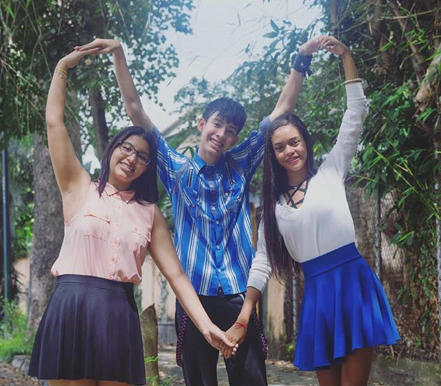 Unidos por el amor de grupo  Formamos un gran corazón  #traineescompany #TC #dance #family #friends #dancegroup #dancers #kpop #happy #moments #motivation #union #love #heart #beautiful #day #photo #photografy #smile #skysthelimit #venezuela #boy #style #blue #girls #cute