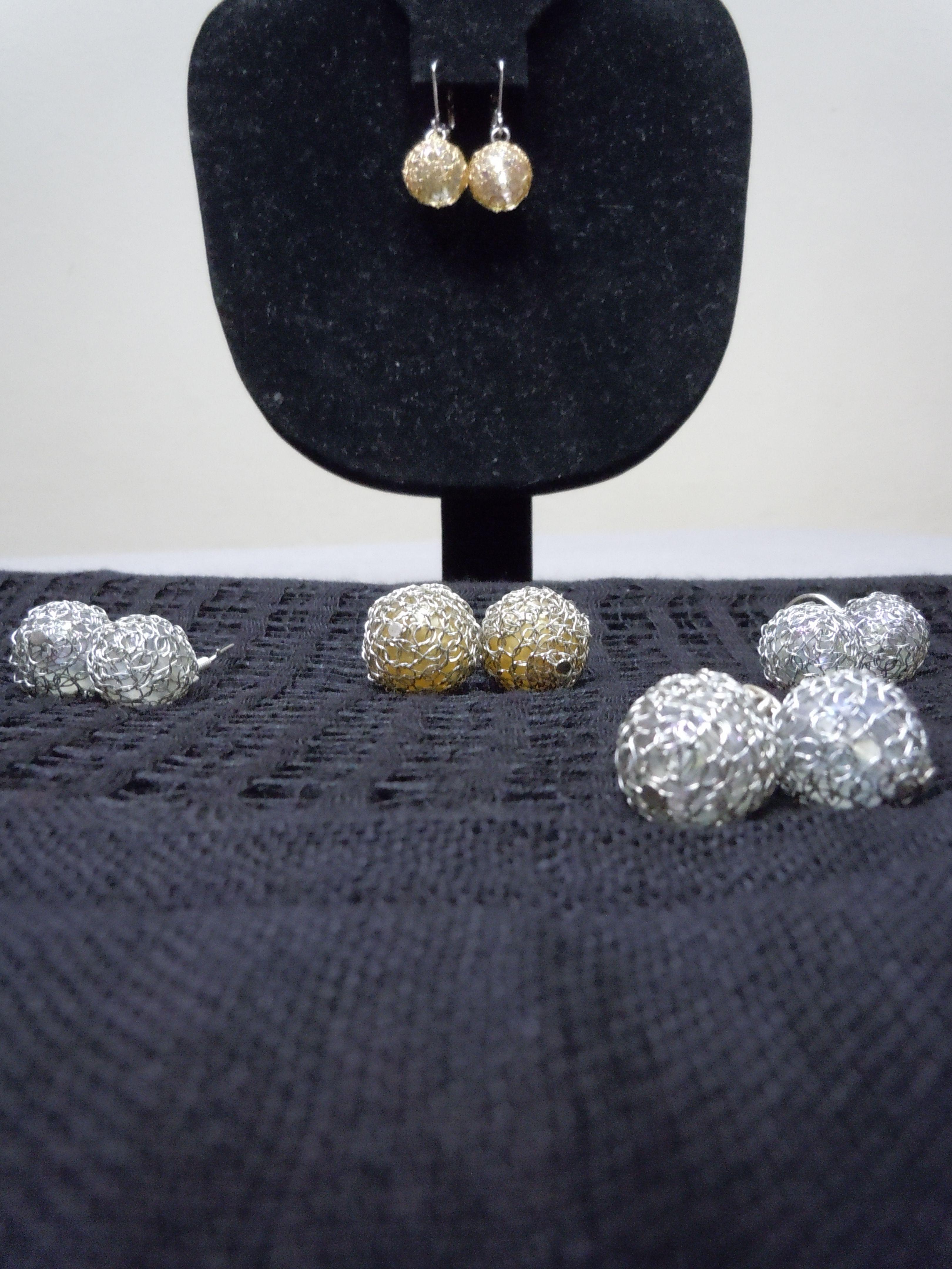 Pin By Melva Chica On Joyeria Artesanal En Hilo De Cobre Plata Y Oro Diamond Earrings Jewelry Earrings
