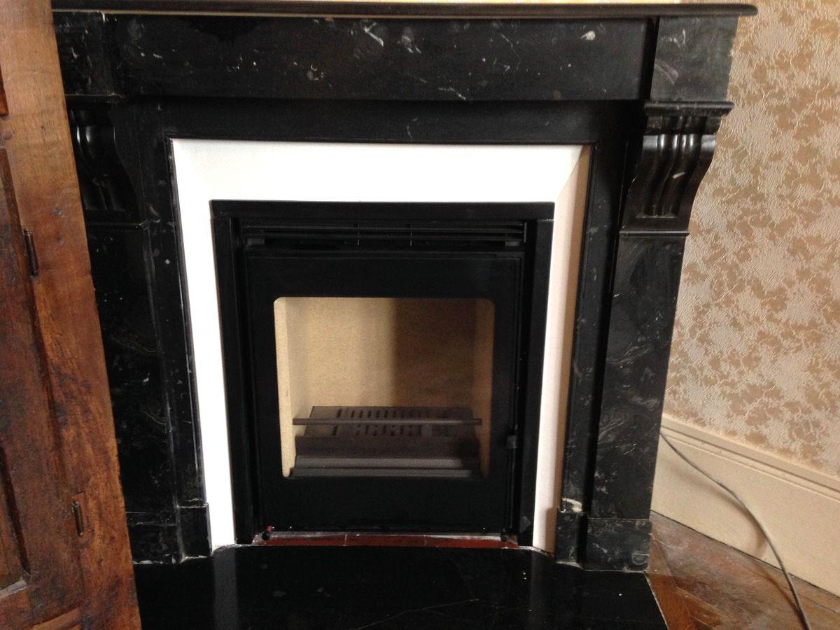 Pose de chemin e ancienne en marbre avec un insert moderne id es pour la maison pinterest for Transformer cheminee en insert
