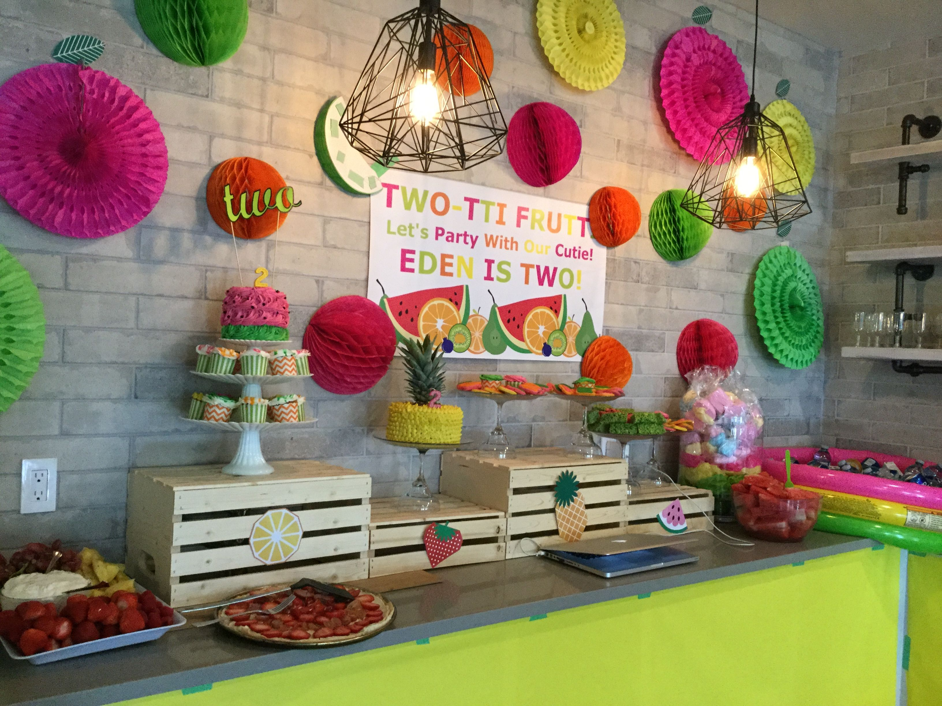 Tutti frutti, two-tti frutti, tutti fruity, two-tti fruity tablescape