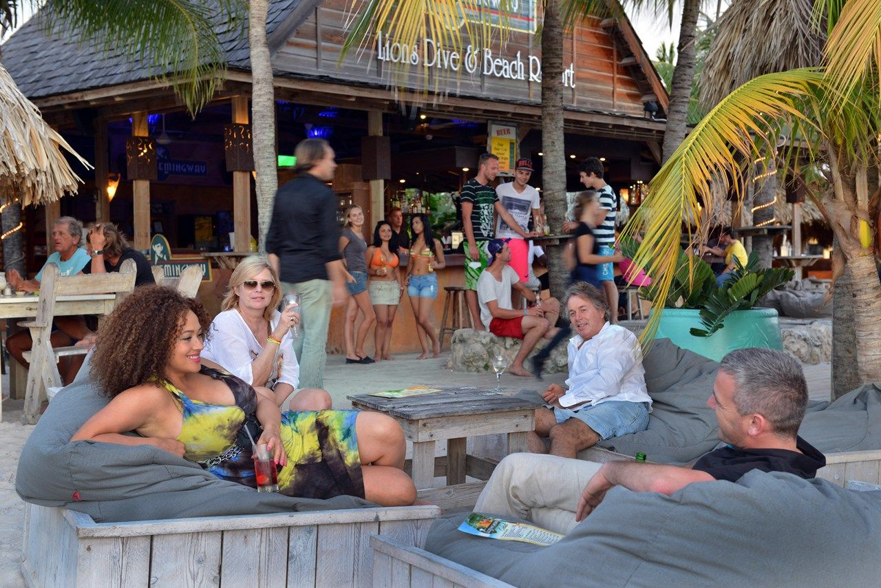 #happyhour #sunset #drinks at #beachbar #hemingway
