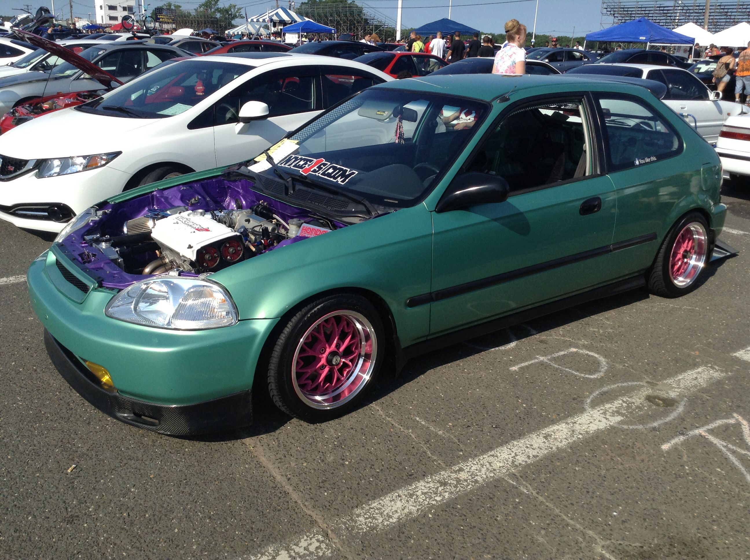 This offset honda civic that purple engine