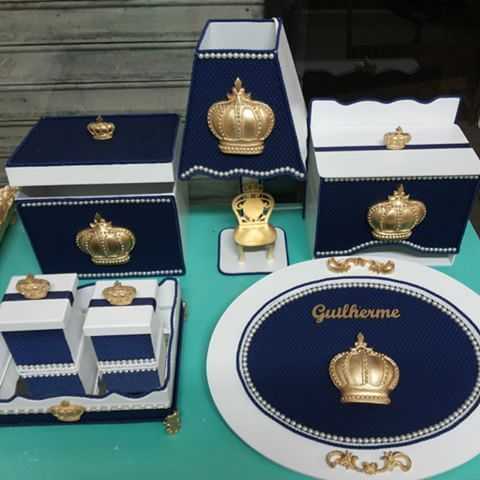 Kit higiene de bebê completo, do príncipe Guilherme. Farmácia,Abajur,Porta Fraldas,Bandeja com 2 potinhos e Cheguei de maternidade. Ateliê D'Luxo.Rua Vidal de Negreiros.Centro-Caruaru/PE 81. 3095-8559 #kitprincipe #kitrei #kithigiene #kit #bebê #bebe #maternidade #mae #maedemenino #decor #decoracao #decoração #Ateliê #AteliêDLuxo #Artesanato #baby