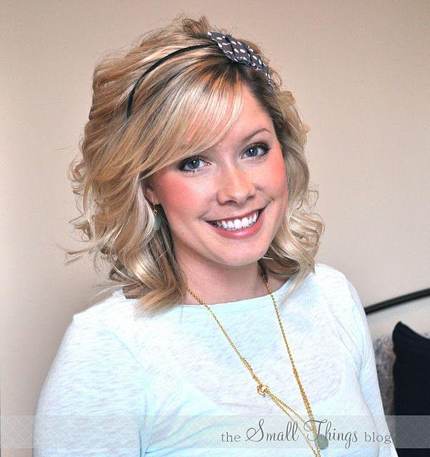 How to wear a headband http://www.thesmallthingsblog.com/2011/11/how-to-wear-headband.html
