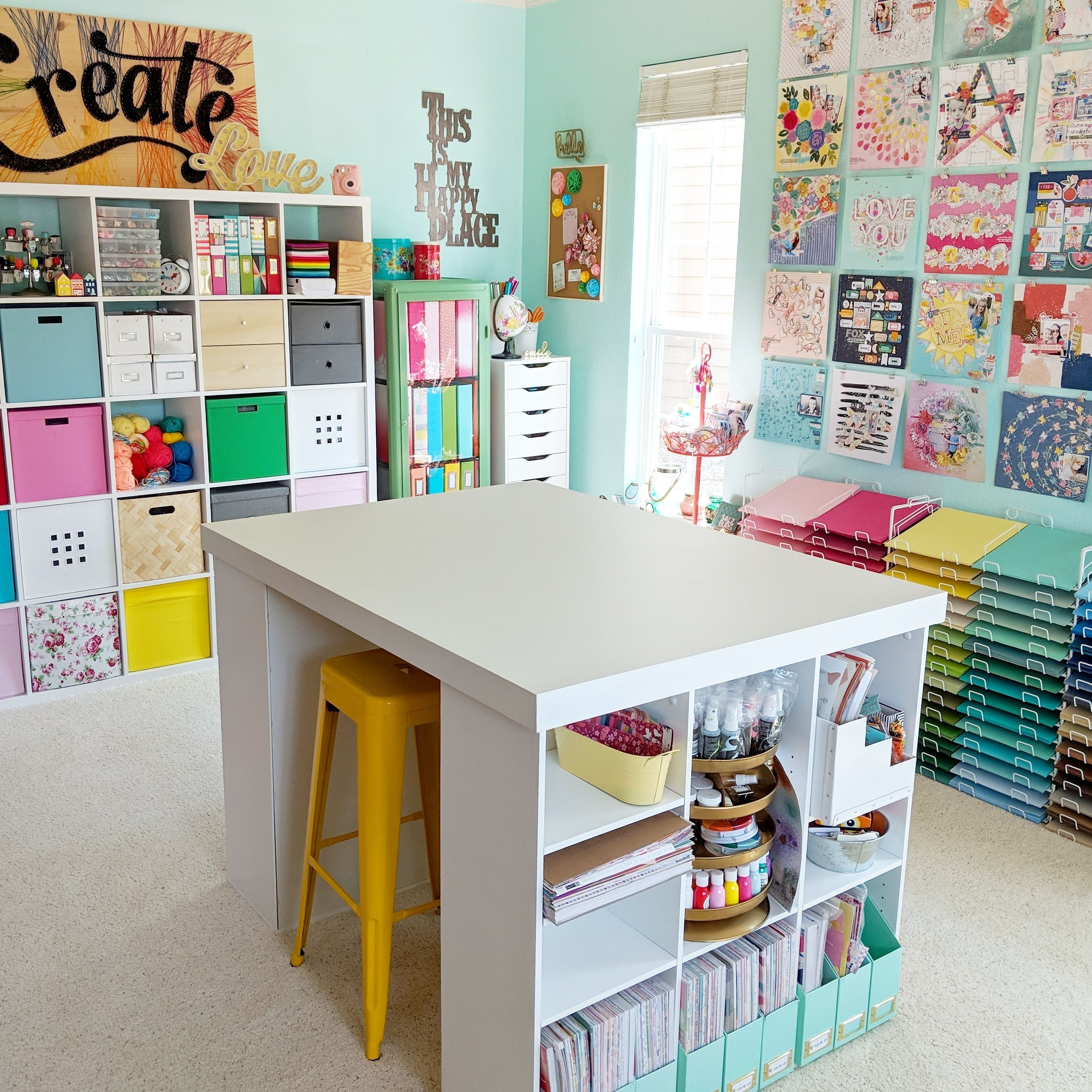 Just A Little Craft Room Love To Get You Through Your Day We Love How Bright And Colorful Paigetaylo In 2020 Bastelzimmer Design Bastelraum Tische Craft Room Storage