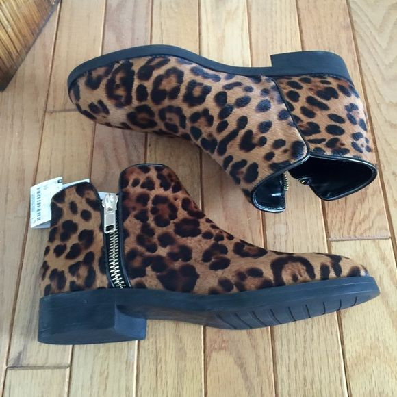 b88cb1c1598f Zara Leather Printed Booties With A Zipper Size 8 (39). Leopard print calf  hair leather ankle boot with side zipper in gold tone.