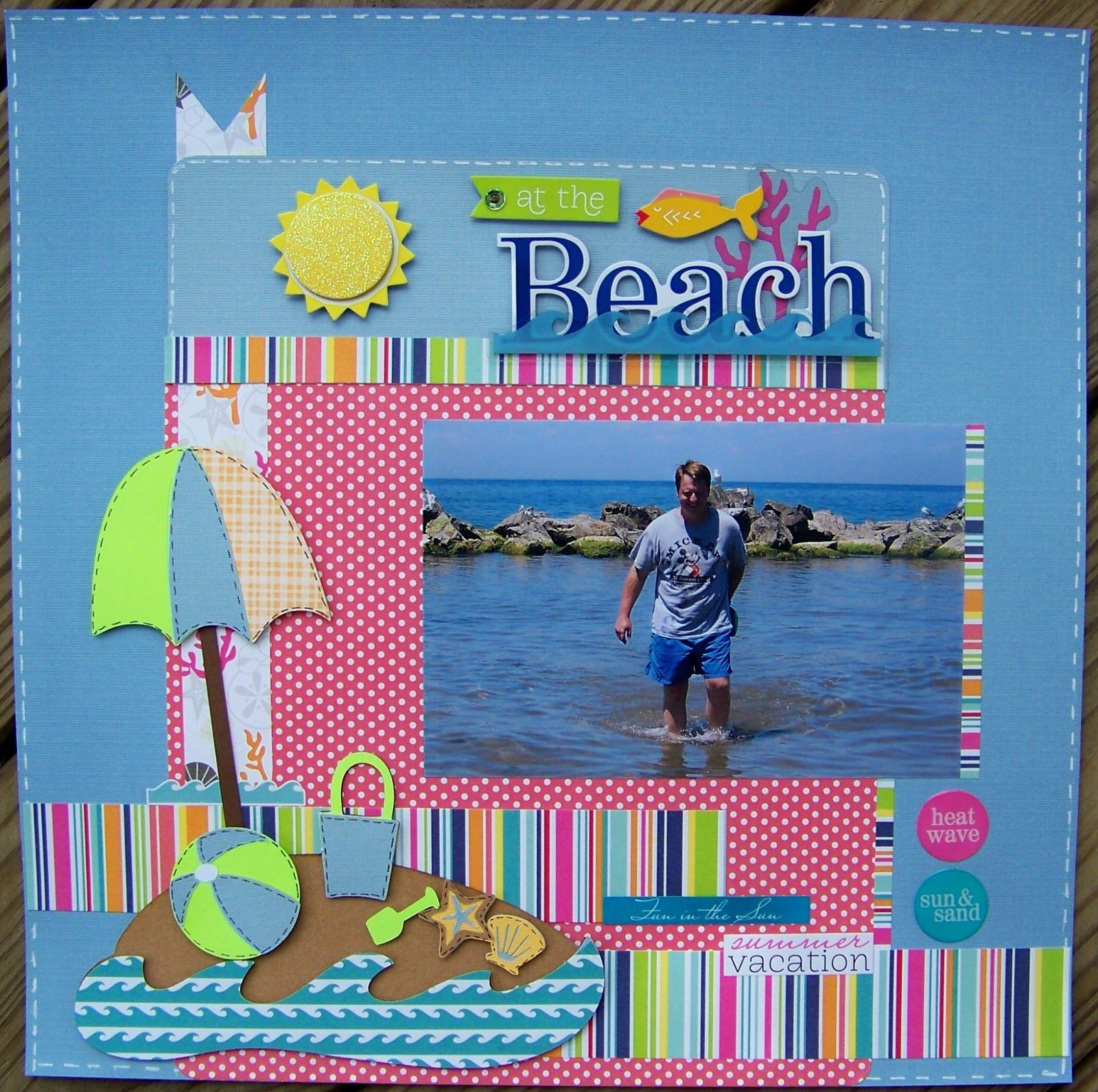 This is a great summertime/beach scrapbook layout. I like!