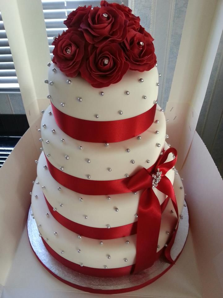 square black and white wedding cakes pictures%0A White Wedding Cake With Red Roses Beautiful