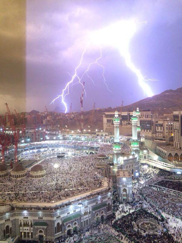 سبحان اللذي يسبح الرعد بحمده و الملائكة من خيفته ختم القران يوم ٢٨ ليلة ٢٩ رمضان ١٤٣٥ Masjid Al Haram Masjid Islamic Architecture