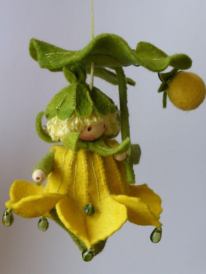 Photo of Pompoenbloem hangertje Een schattig hangertje in mooi geel sprookjesvilt. Het bl…
