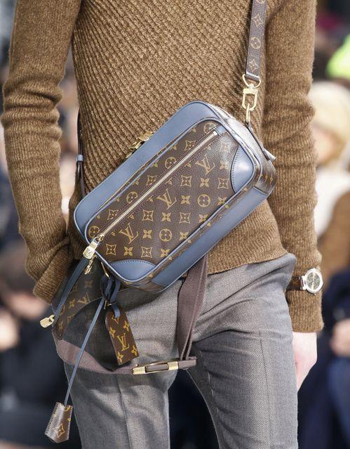9fdfe9792b Ανδρικά Αξεσουάρ · Ρούχα · Montre homme Louis Vuitton automne hiver 2015  2016 Τάσεις Της Μόδας