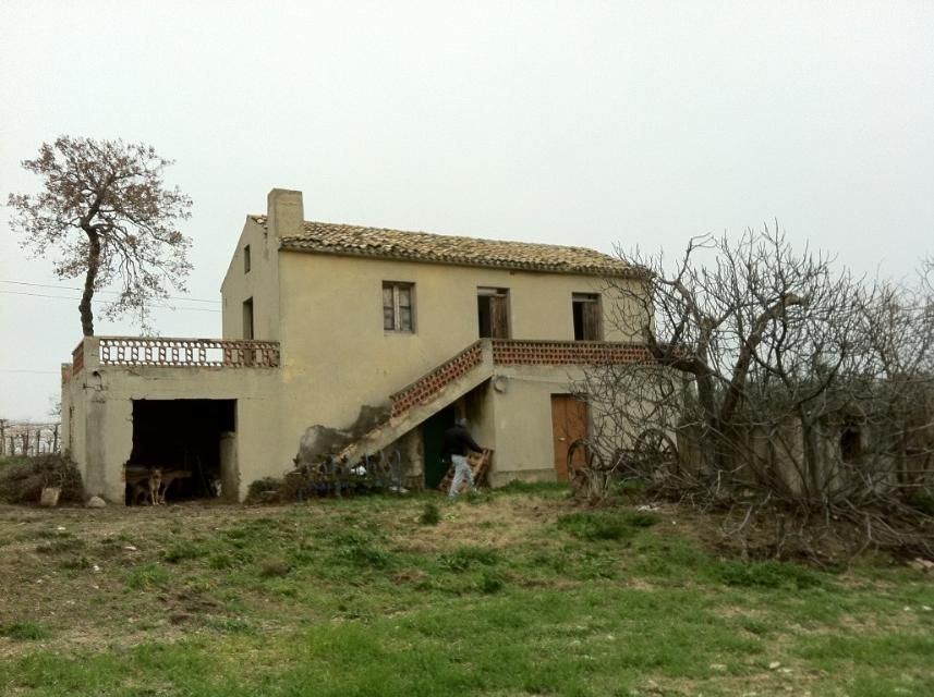 Country house to restore near the coast