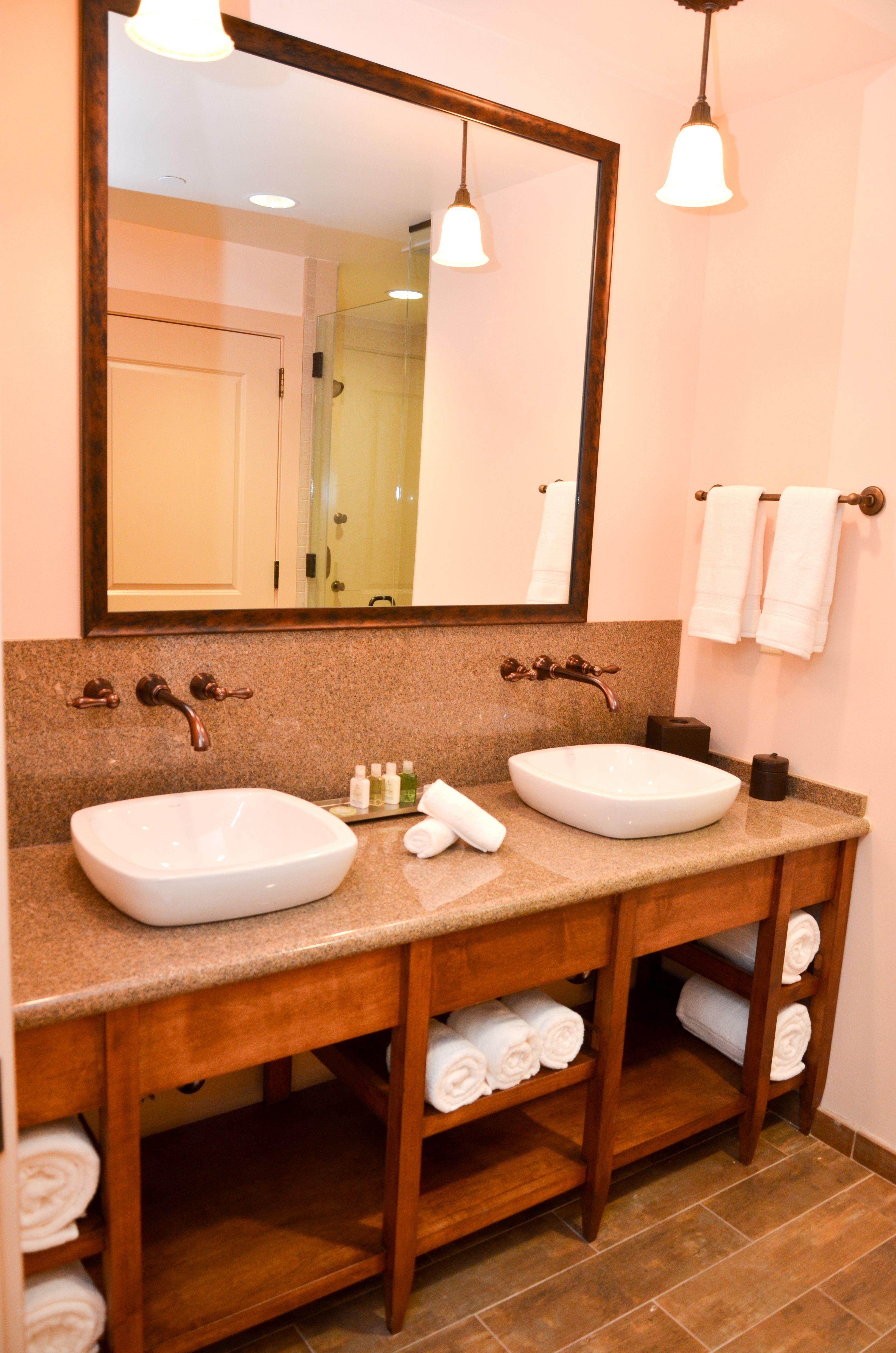 Twin sink bath Bear Mountain Inn