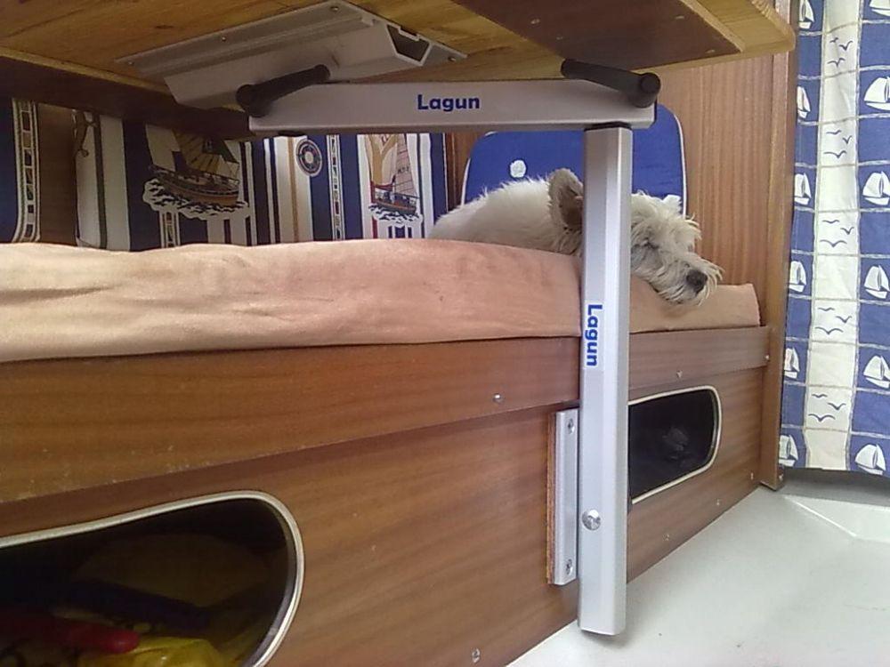 lagun tischgestell in einem wohnwagen eine perfekte l sung wenn nicht viel platz f r einen. Black Bedroom Furniture Sets. Home Design Ideas