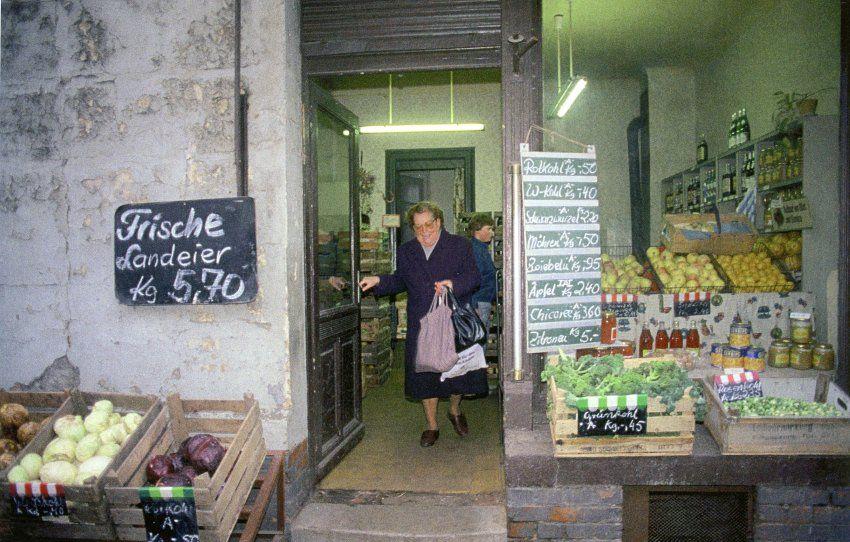 Grünkohl. Weißkohl. Äpfel. Ein typischer Konsum, den Hauswald  in Leipzig sah.