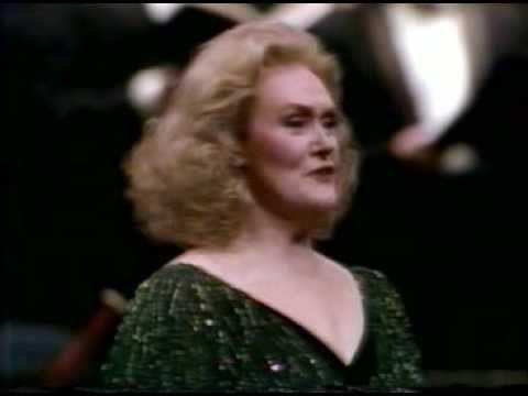 "▶ Joan Sutherland ""Coppia iniqua!"" Anna Bolena - YouTube"