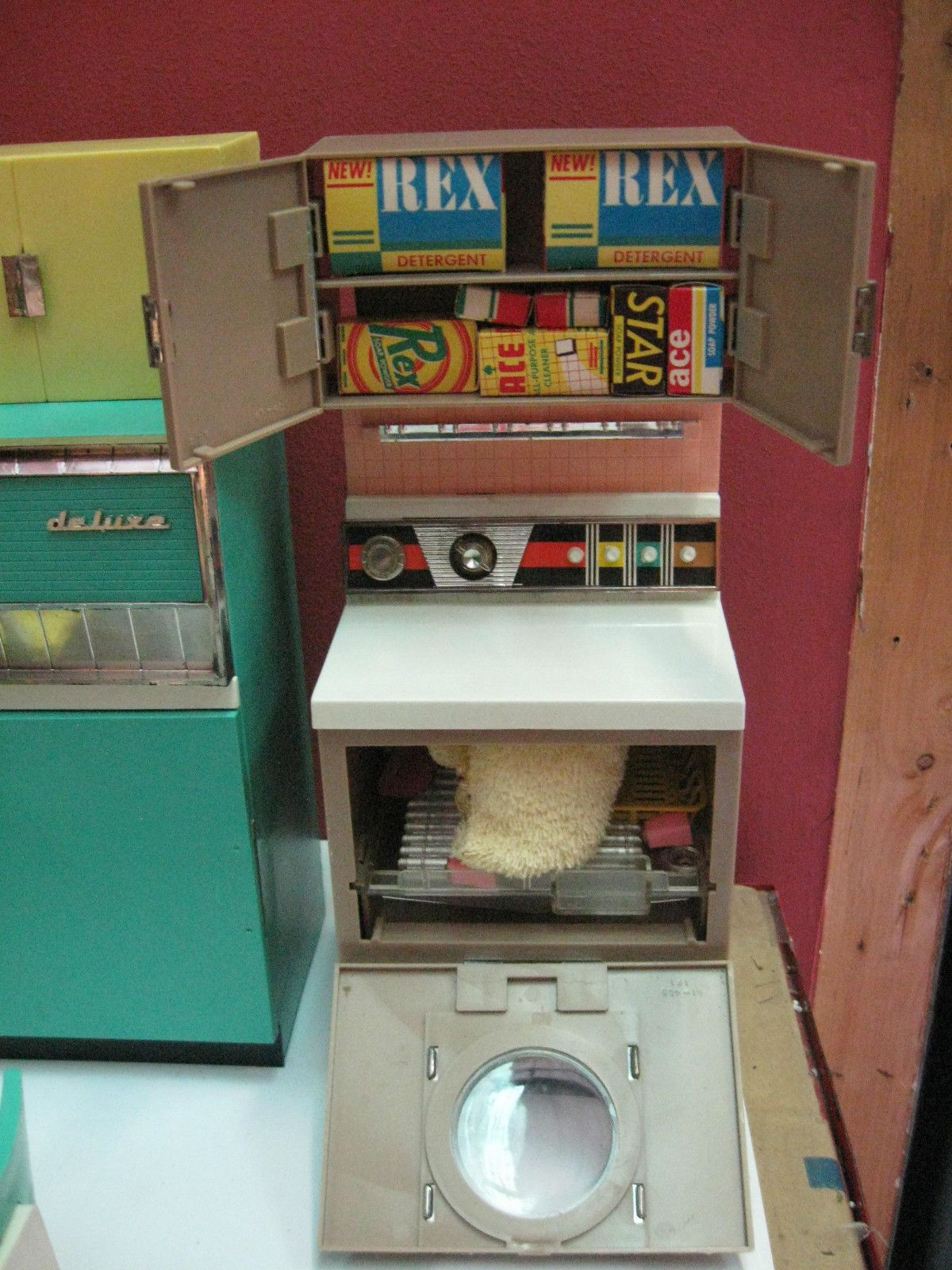 Vintage 1960 39 s deluxe reading barbie doll dream kitchen for Doll kitchen set