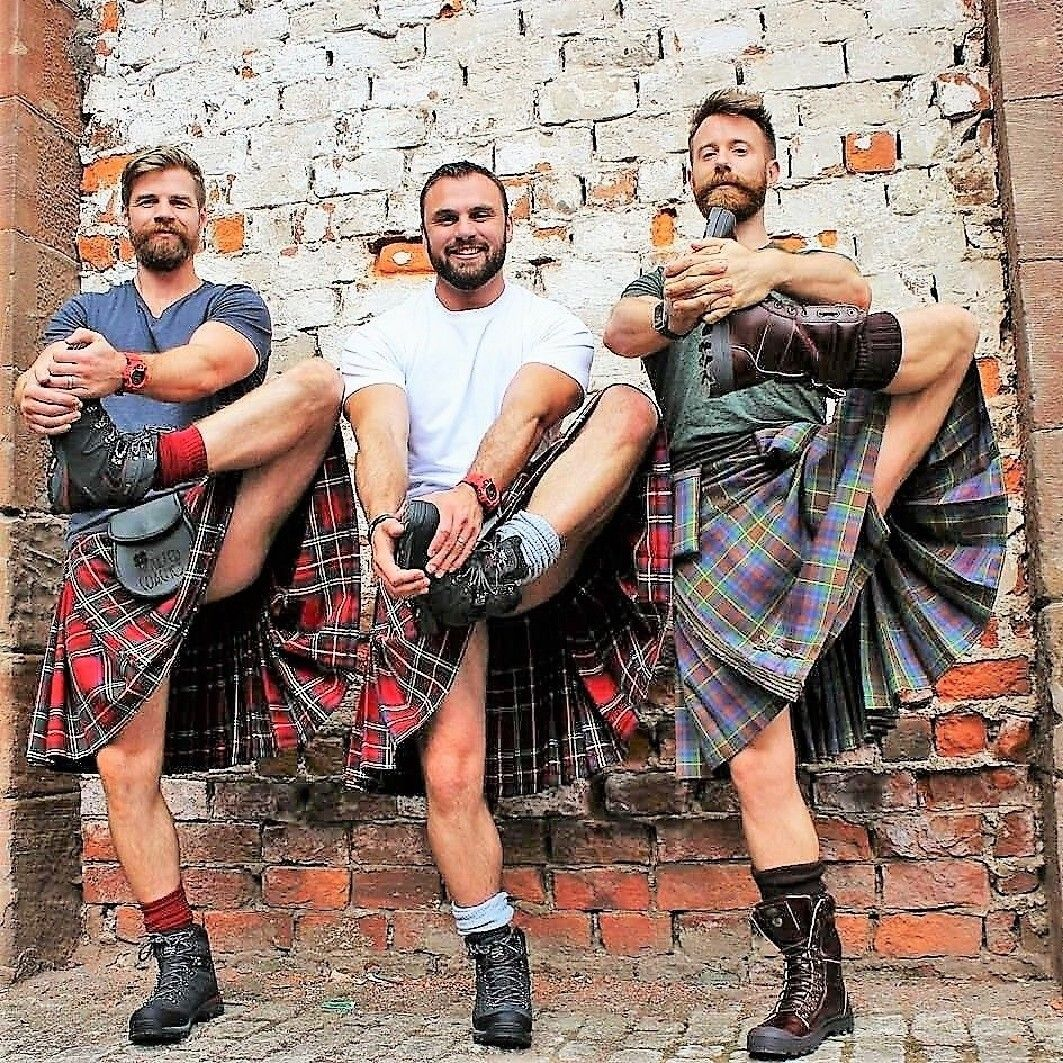 Just A Wee Bit Of A Stretch Men In Kilts Kilt Outfits Kilt