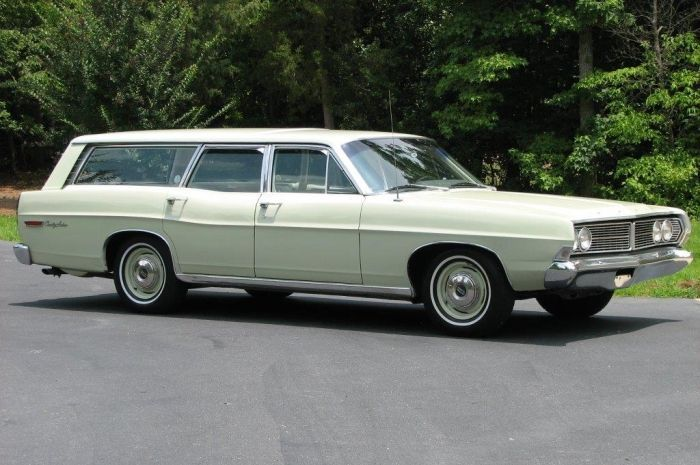 hemmings find of the day 1968 ford country sedan classic cars rh pinterest com