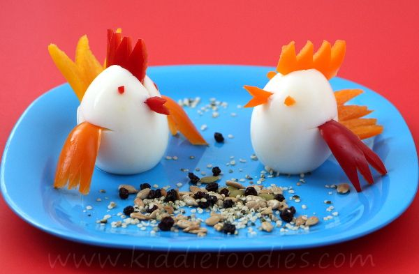 Little chicks, healthy snack for kids made of boiled eggs and pepper, served with some seeds and dried fruits. #snack, #funfood, #chicks
