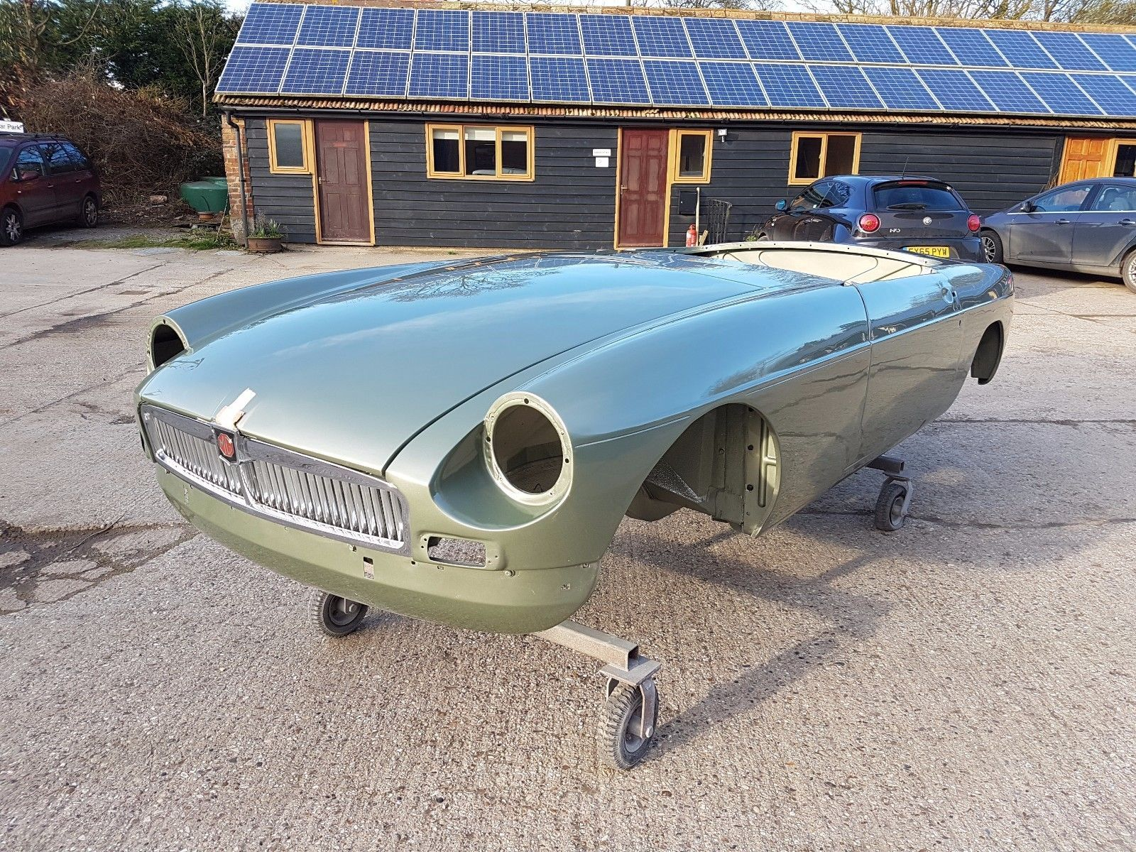eBay: 1966 MGB Roadster (narrow tunnel) body shell with current V5