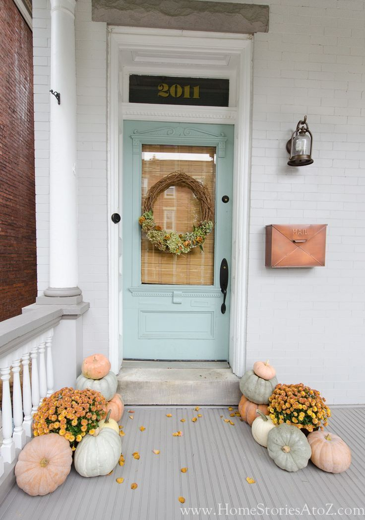 Urban Farmhouse Fall Porch #falldecorideasfortheporchoutdoorspaces