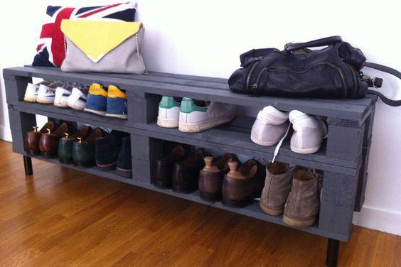 Ce petit meuble à chaussure étroit mais long se compose d\u0027une