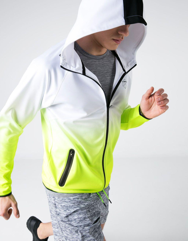 Chaqueta sport técnica degradada  Scuba . Descubre ésta y muchas otras  prendas en Bershka con nuevos productos cada semana 031a489c76b