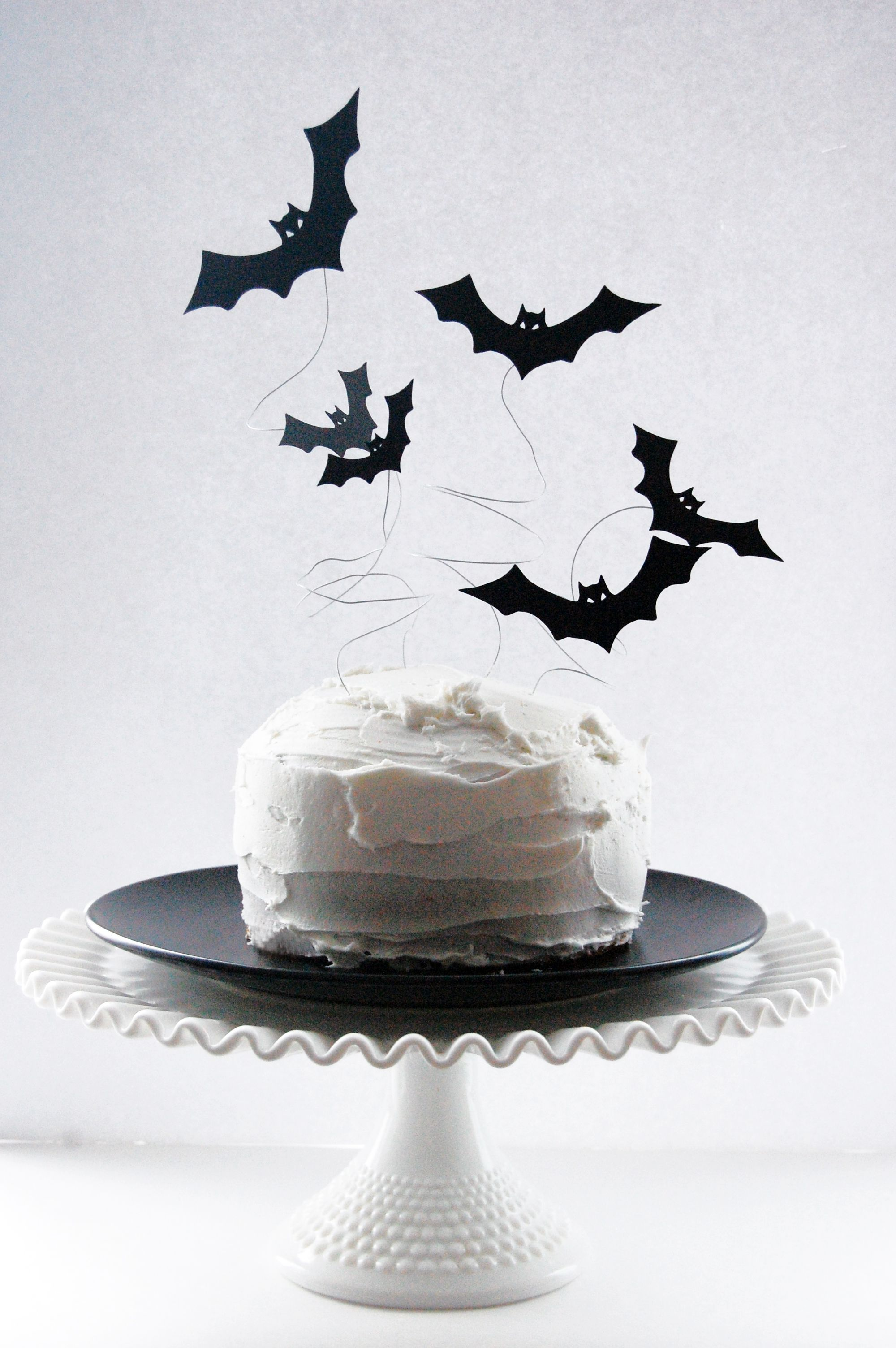 how to make a spooky wire bat cake topper | Pinterest | Bats, Cake ...