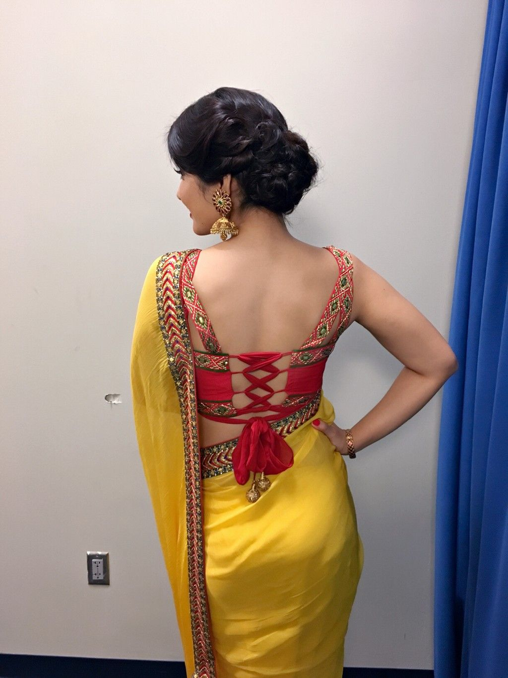 Rashi Khanna Hot Backless Image Spicy Picture Photos Pics Ra