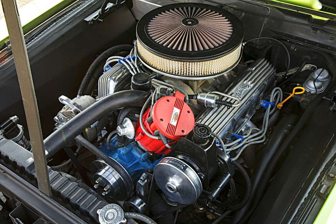 AMC 360  Small cam, 600cfm carb, SWEET in this Gremlin