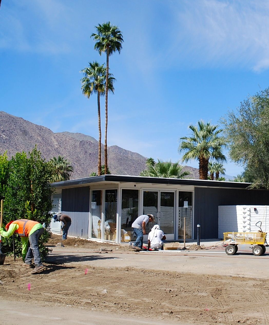 Rejuvenating an E. Stewart Williams residence on E. Alejo in Palm Springs, California. Zippertravel.com Digital Edition