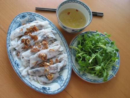 Banh Cuon Is A Northern Vietnamese Dish That Migrated To Hanoi Thin Steamed Rice Flour Pancakes Filled With Minced Pork And Cloud Ear Mushrooms Are Served