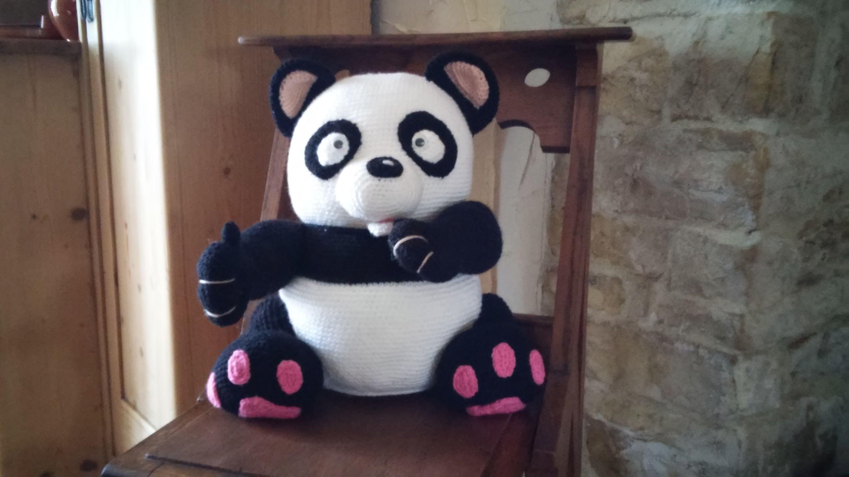 Panda wacht tot hij opgehaald wordt door kleinzoon Lars