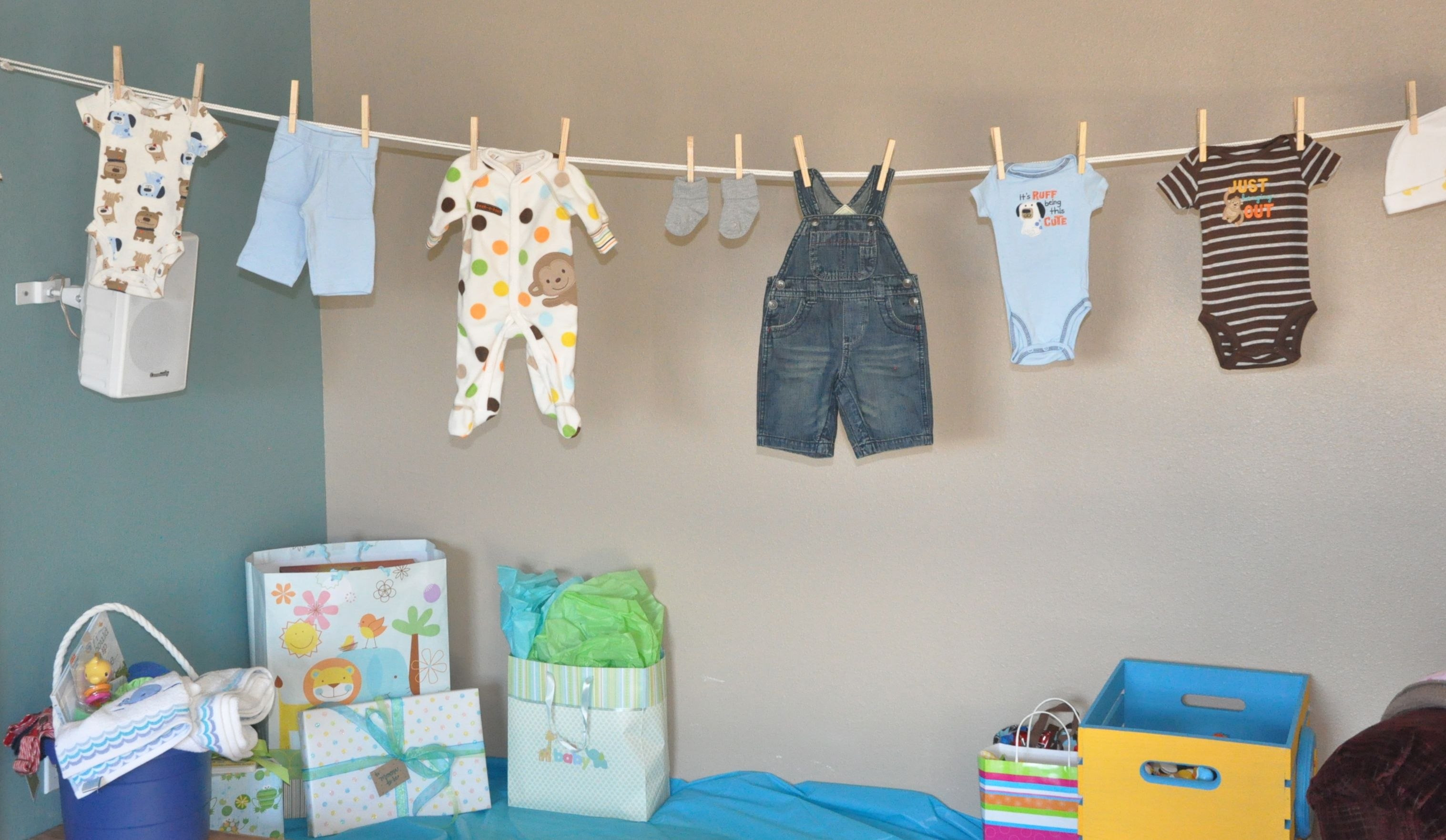 baby shower clothesline decoration baby shower. Black Bedroom Furniture Sets. Home Design Ideas