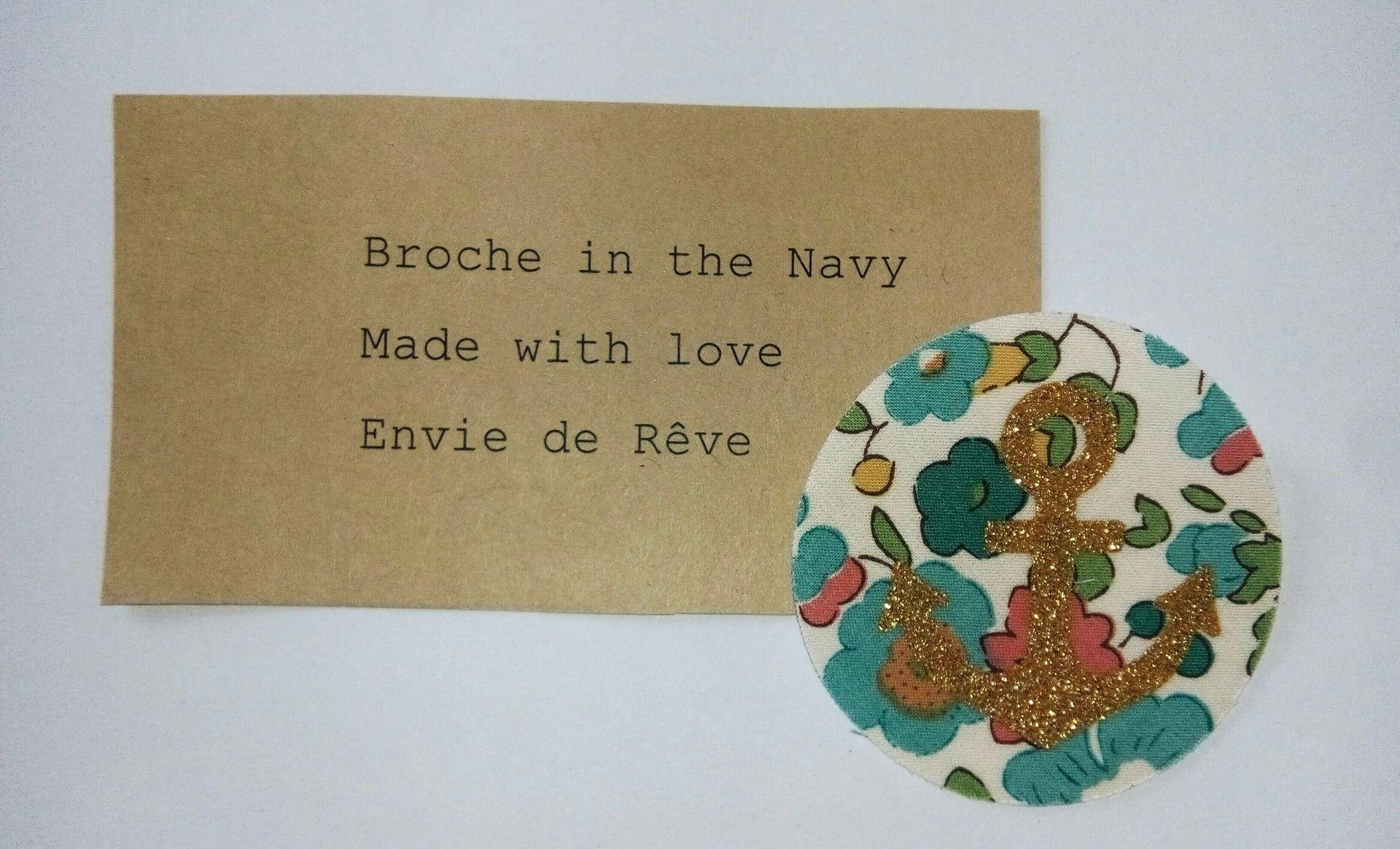 Broche en Liberty Betsy avec motif ancre marine en flex doré : Broche par envie-de-reve
