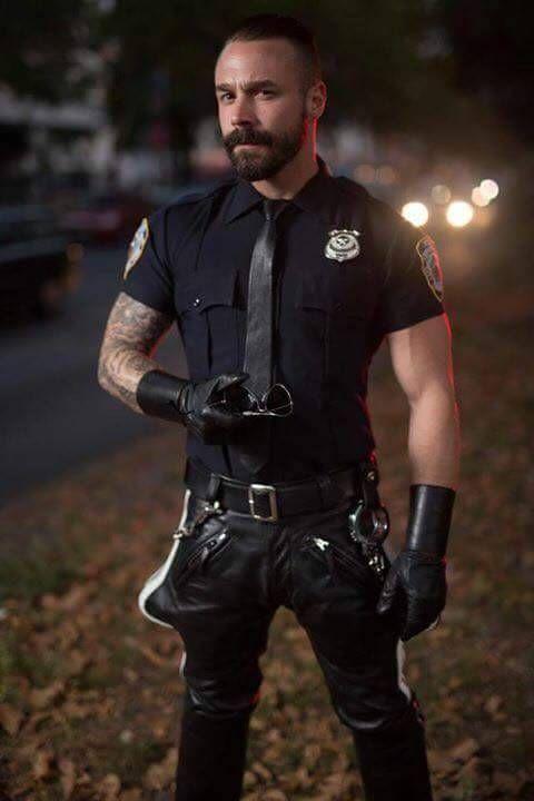 Bigote Pin Y Leather En Estilo De Cops Barbon Supermen Pinterest UU0aCnx