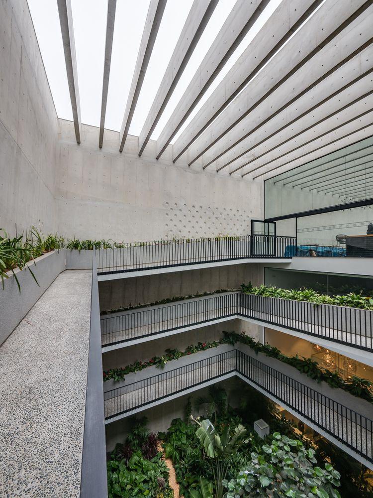 Galeria De Edificio Morphology Nomena Arquitectos Talia Valdez 9 Roof Architecture Renovation Architecture Metal Roof