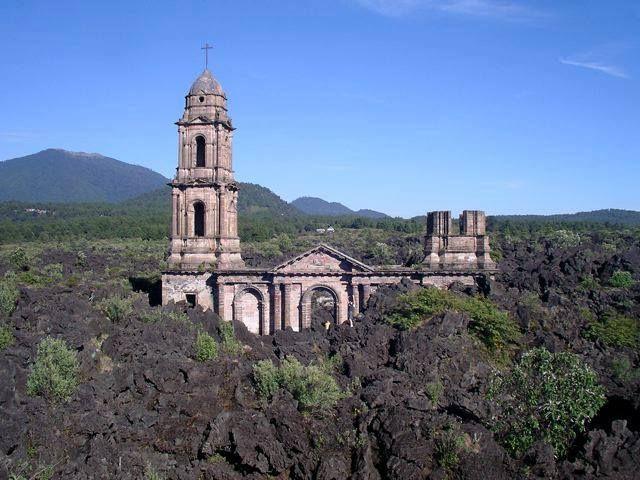 Restos de San Juan Parangaricutiro Michoacan