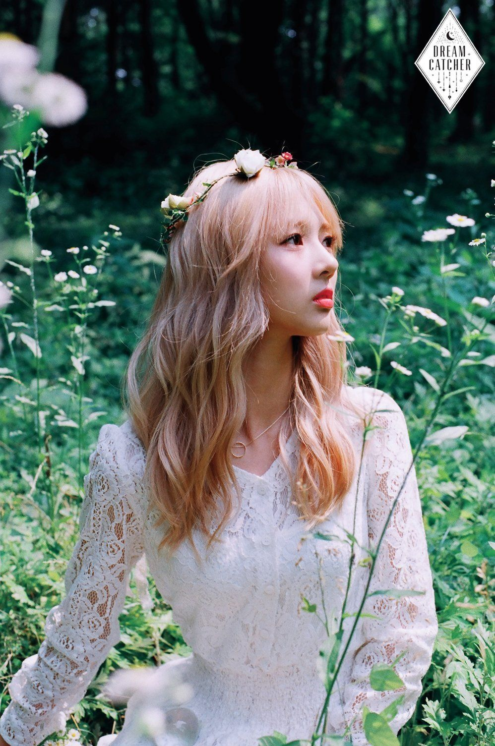 Yoo Hyeon - Dreamcatcher.  Another ex-Minx.  I must say it is difficult to bolt on 3 new members into an existing band but to date, I have been impressed by the slighter darker and mysterious tones of the new group.  Thumbs up from me. AMx