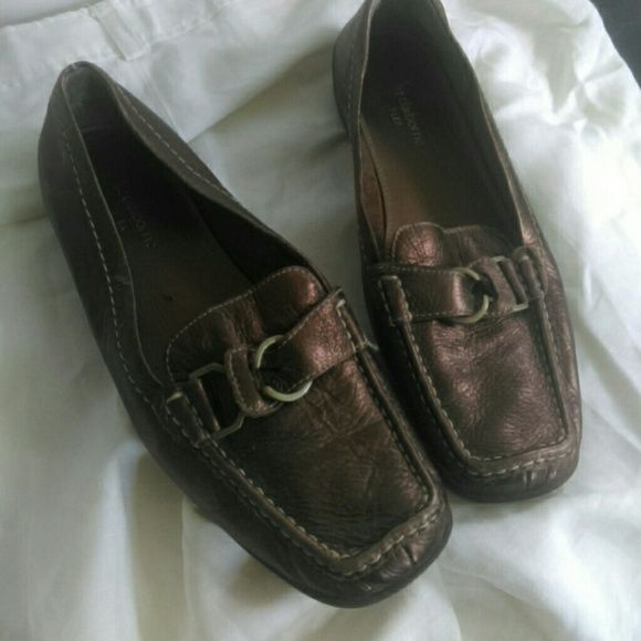 """LIZ CLAIBORNE.. """"FLEX"""" LEATHER FLATS Gorgeous copper with gold accents Liz Claiborne flex... Soft comfortable leather loafers... Worn 2 times... Love them but don't ever wear!!  Slips rt on and can walk in them all day!!! Liz Claiborne Shoes Flats & Loafers"""