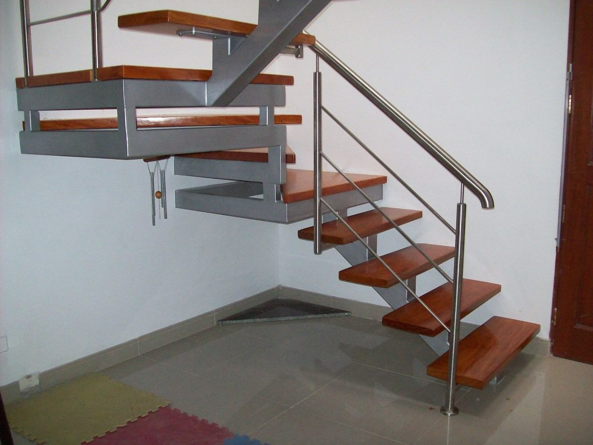 Imagen de http mpe s1 for Barandas de madera para escaleras interiores