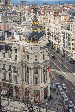 """Edificio """"Metrópolis"""" en la calle Alcalá y la Gran Vía de Madrid. España"""