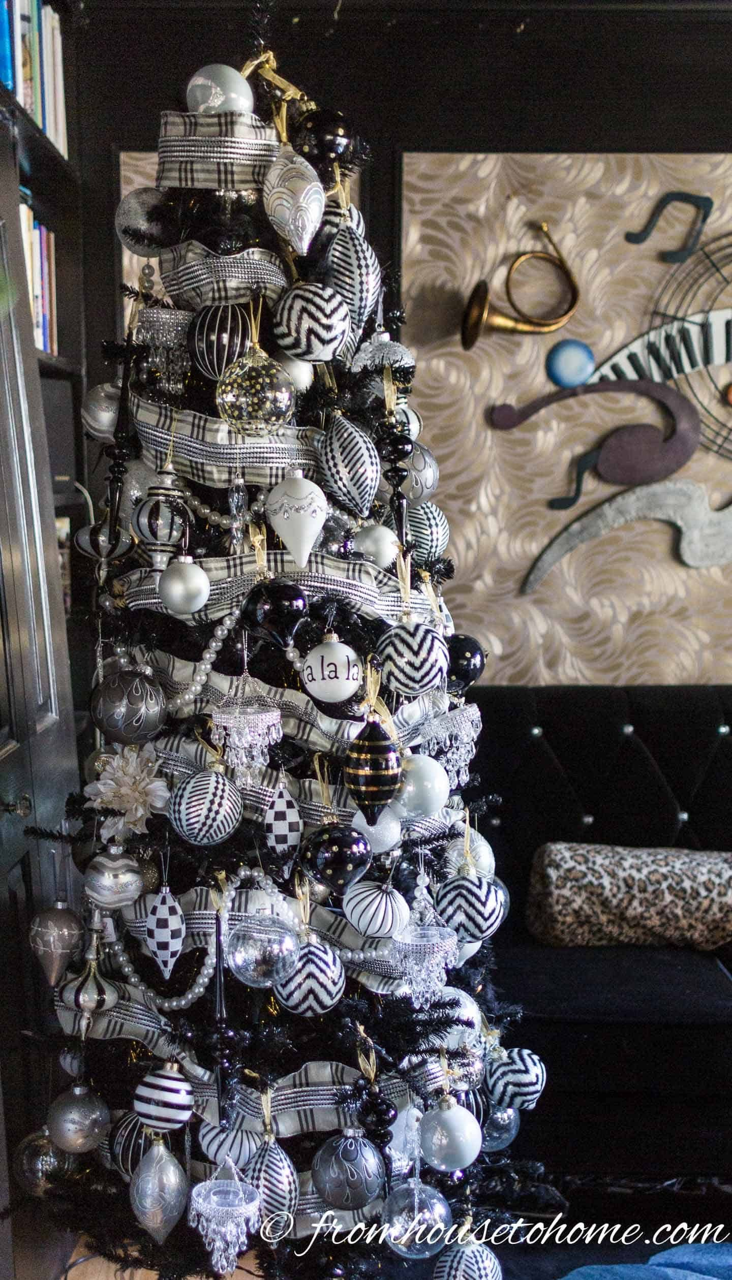 Glam Christmas Tree Decorating Ideas #blackchristmastreeideas