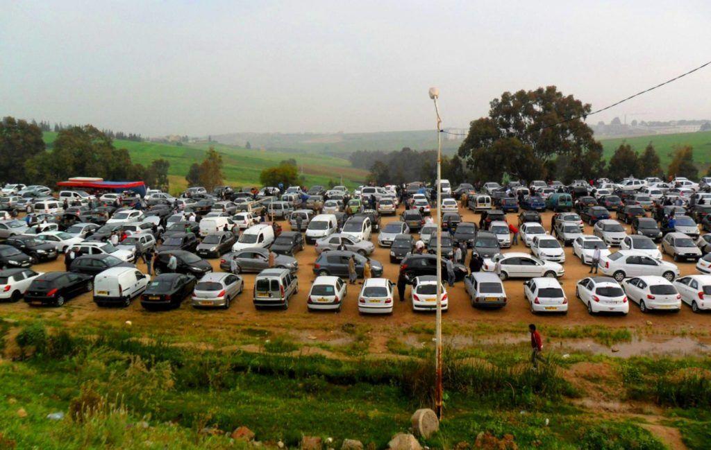 Algérie le marché de véhicules d'occasion de Tidjelabine