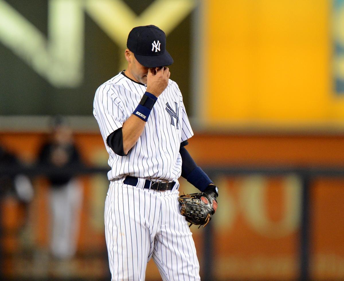 Jeter Appears To Wipe Away Tears In The Top Of The 9th Derek Jeter New York Yankees Yankees